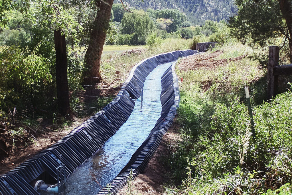 Smartditch with water flowing through it